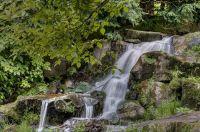 der-kleine-wasserfall-im-Berkpark-Kassel